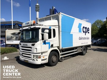 Camión caja cerrada Scania P 230 B 4X2 Plywood box with open side and tailgate: foto 1